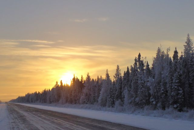 NORTHERN MANITOBA DECEMBER SUNDOWN