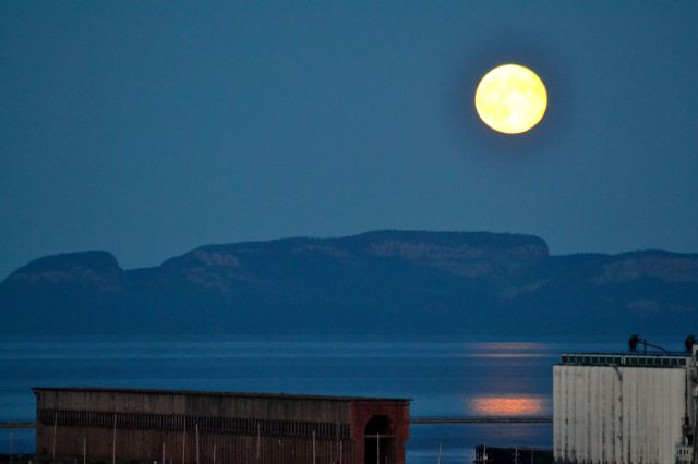 FULL MOON OVER SLEEPING GIANT
