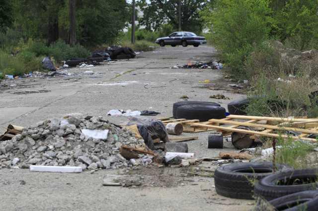 trash street
